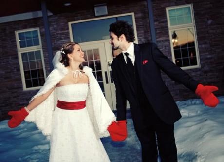Зимние варежки на свадьбу