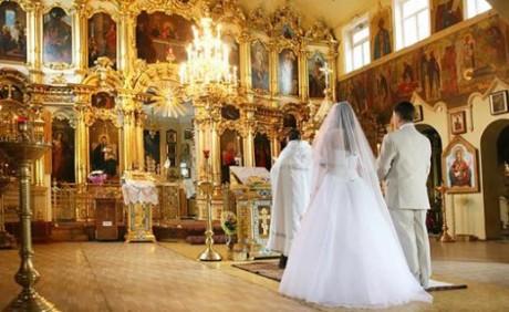 Что одевают на венчание молодожены