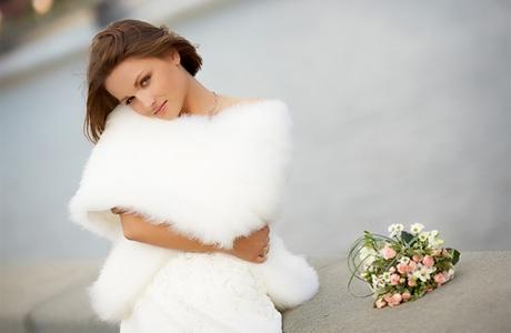 Как выбрать манто невесте