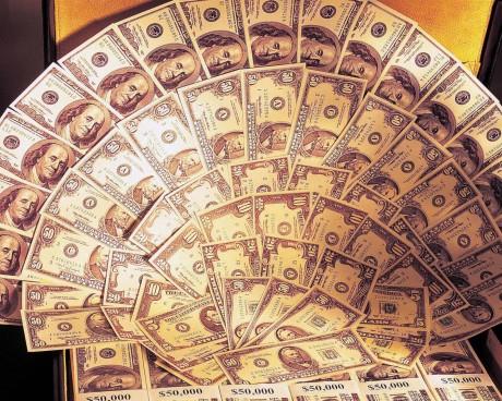 Подарки на свадьбу - веер из денег