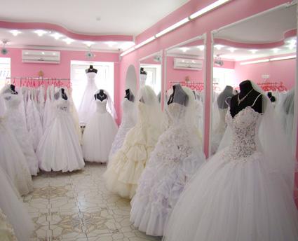 В свадебном салоне должен быть консультант