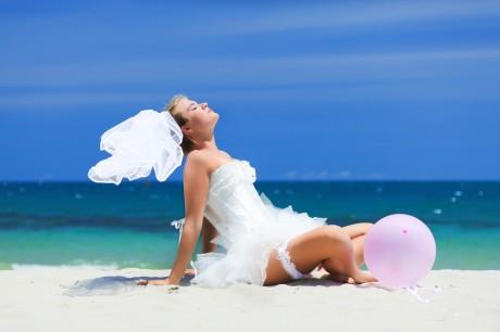 Фотосессия в свадебном платье после свадьбы
