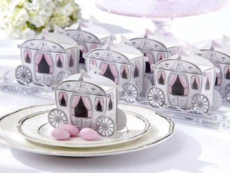 Как дарить свадебные бонбоньерки гостям