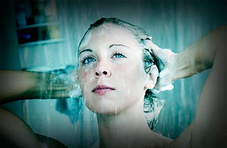 Вымыть нарощенные волосы