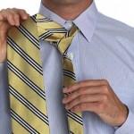 Широкий конец галстука должен быть длиннее узкого