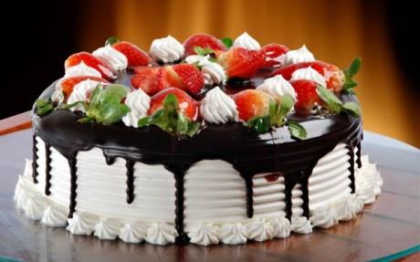 Легкий свадебный торт с фруктами