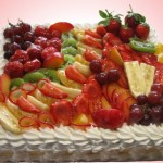 Во фруктах меньше калорий, чем  в обычных сливочных или шоколадных кремах, но вкусности даже больше