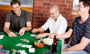 Мальчишник дома: покер