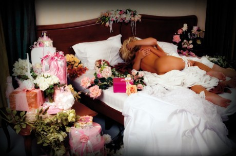 фото брачной ночи красивой брюнетки