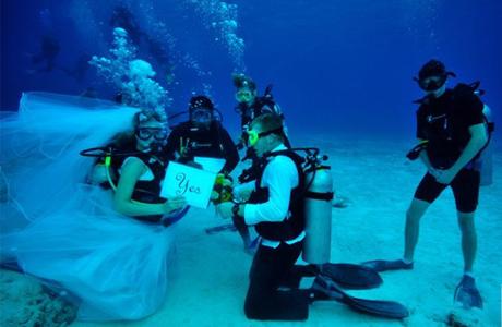 Оригинальная подводная свадьба