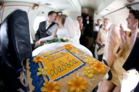 Необычные места для свадьбы: самолет