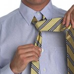 Натяни узкий конец галстука