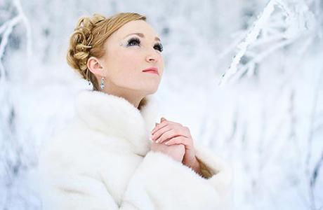 Элегантная зимняя прическа невесты