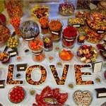 Любовь друг к другу, любовь у сладкому, любовь к Новому году - что еще объединяет вас на этой свадьбе?