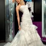 Она может плакать над свадебным платьем, о котором мечтает, а может рвать и метать, если что-то идет не так