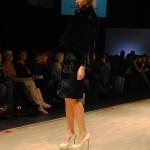Особое внимание дизайнер обратил на обувь, зачастую это массивный высокий каблук.
