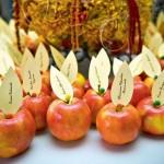 Немного фантазии, и даже обычные яблоки станут оригинальным элементом декора твоей свадьбы