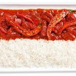 Острый соус чили и рис - еще один вариант для горячего свадебного стола