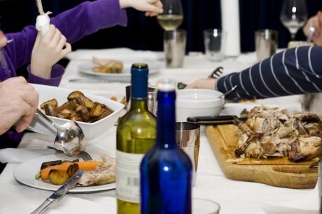Рассказать родителям о предстоящей свадьбе за ужином