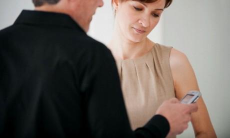 Как вызвать ревность у мужа: говори по телефону