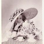 70-е годы возвращаются в виде необыкновенных свадебных головных уборов для модных невест 2012 года