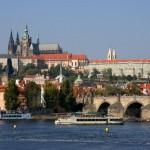 Как же хочется потеряться с любимым в узких улочках волшебной Праги.