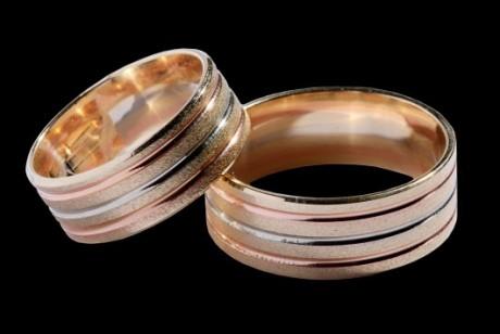 Трехцветные обручальные кольца для молодоженов