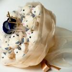 Плюшевое чудо в руках невесты на свадьбе заставит каждого улыбаться
