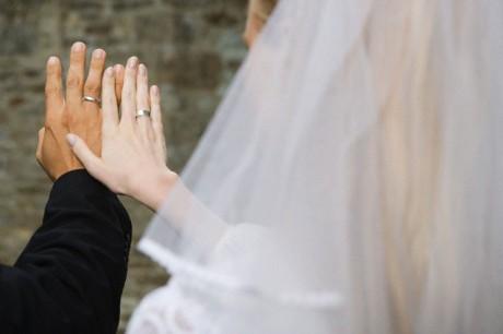 Обручальное кольцо молодоженов