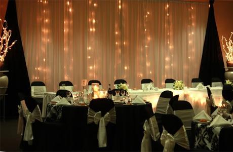 Черный цвет для оформления новогодней свадьбы