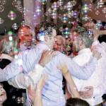 Оформление свадьбы мыльными пузырями