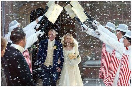 Новогодняя свадьба - на выходе из ЗАГСа