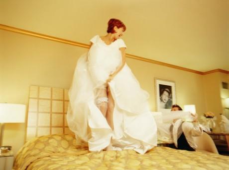 Первая брачная ночь - эротическая фотосессия