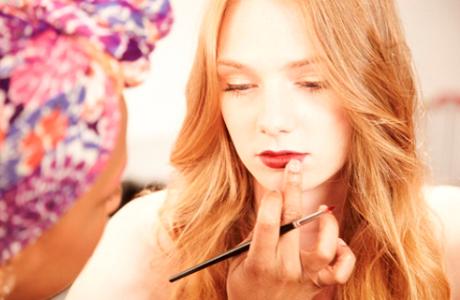 Стойкая губная помада для свадебного макияжа
