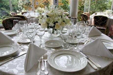Свадебный этикет: украшение свадебного стола