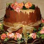 Шоколадный торт придется по вкусу любому гостю: от маленького ребенка до опытного гурмана