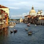 Один из самых романтических городов мира. Поцелуй с любимым на гондоле стоит всех сокровищ мира!