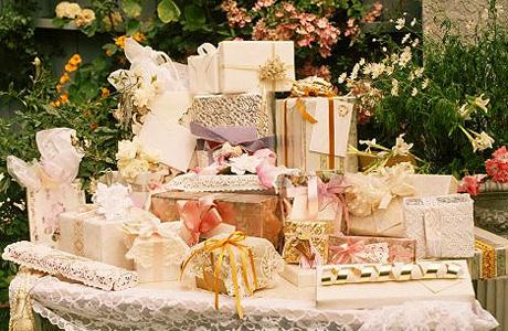 Что сделать после свадьбы: разобрать подарки