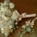 Дары моря в руках невесты так прекрасно сочетаются с жемчужными украшениями