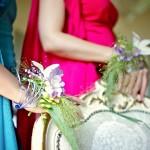 Браслет из живых цветов - самое яркое украшение свидетельницы на свадьбе