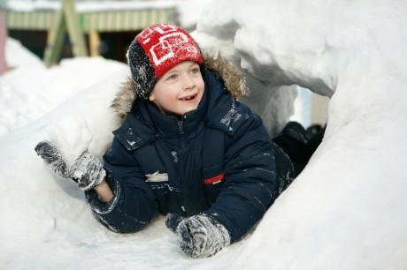 Строим крепость из снега