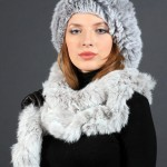 Французский берет с длинным меховым шарфом