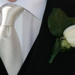 Изящный галстук в светлую полоску