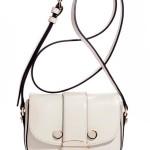 Классические миниатюрные сумочки подойдут под любой стиль гостьи