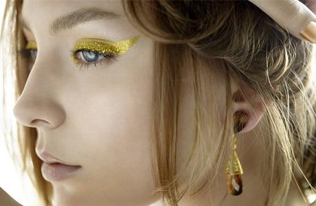 Золотой макияж на новогоднюю свадьбу
