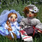 Куклы жениха и невесты с вязаными элементами