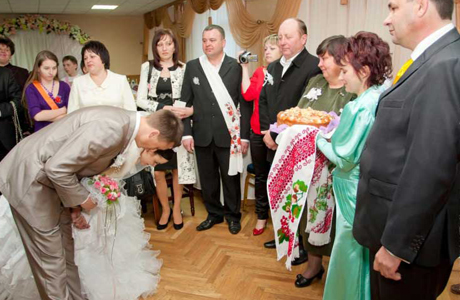 Родители жениха и невесты в ЗАГСе