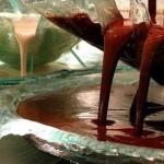 Работники фирмы настроят шоколадный фонтан на определенную температуру, и включат его