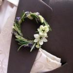 Бутоньерка для зимней свадьбы – цветы жениху