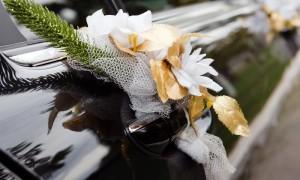 Эксклюзивный декор для свадебной машины